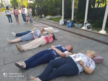 """Lying down protest"" of mothers of prisoners and missing Ukrainian servicemen"