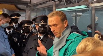 Opposition Leader Navalny detained in Russia. Video