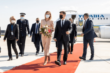 Volodymyr Zelensky Arrives in Paris to Hold Talks with President of France and Chancellor of Germany
